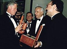 Pipe offerte à Bill Clinton