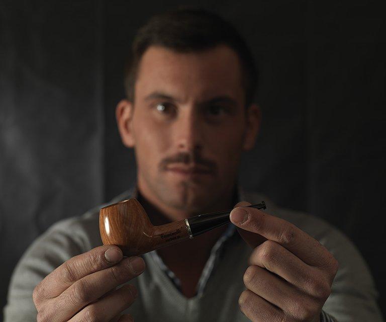 Tommaso présente une pipe Caminetto