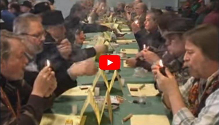 Aperçu vidéo d'un concours de fumeurs de pipes