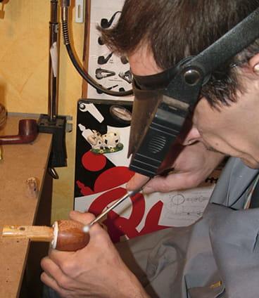 Rustiquer une pipe en bois