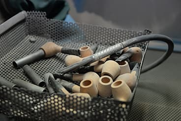 Sablage d'une pipe en bruyère