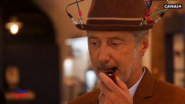 Antoine de Caunes fume la pipe