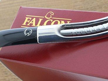 Logo du faucon sur une pipe Falcon