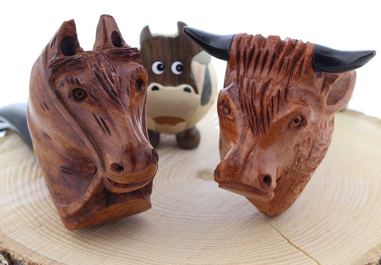 Pipes sculptées en formes d'animaux