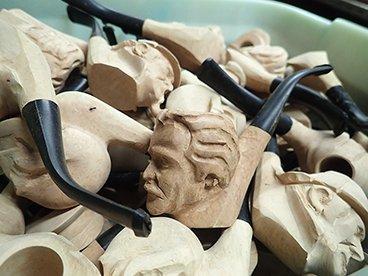Pipes sculptées en cours de réalisation