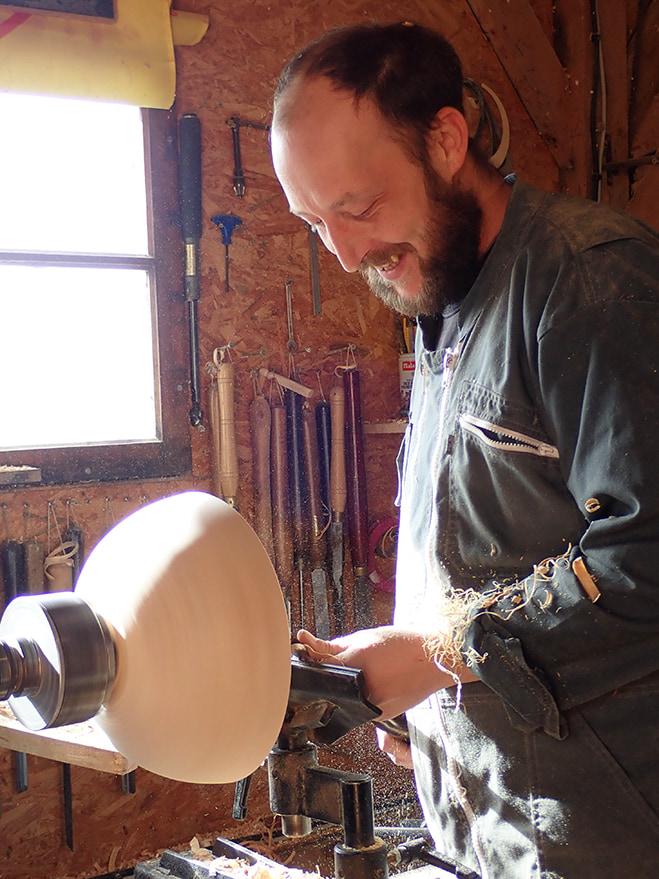 Sébastien Binder conçoit des articles en bois pour La Pipe Rit