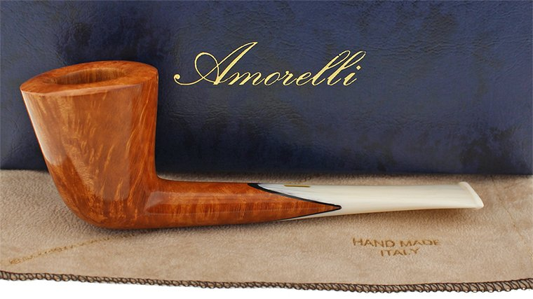 Pipe Amorelli avec son tuyau incrusté par rapport à la tige